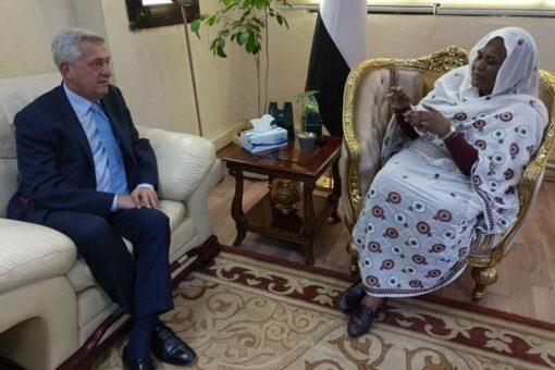 وزيرة الخارجية تلتقي المفوض السامي للأمم المتحدة لشؤون اللاجئين