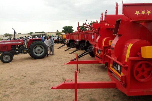 توزيع أليات زراعية لاستقرار المجتمعات ببعض المناطق بولاية جنوب دارفور