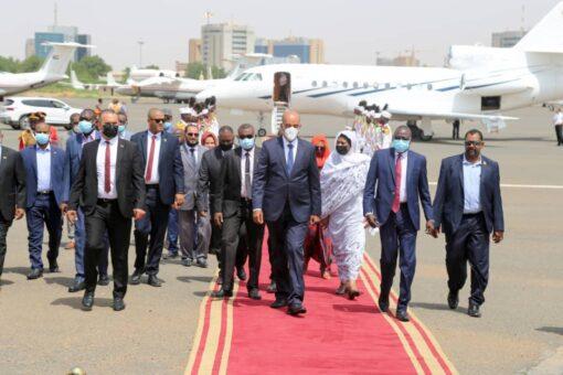 نائب رئيس المجلس الرئاسي الليبي يصل البلاد