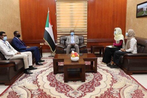 الهادي إدريس يلتقي وفد لجنة تسيير المفوضية القومية لحقوق الإنسان