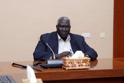 عقار يطلع على الأوضاع فى شرق السودان