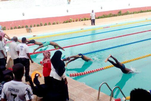انطلاقة بطولة الجمهورية للسباحة بالقراند هوليداي فيلا
