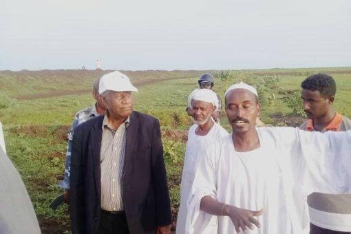 والي الجزيرة يتفقد القري المتأثرة بالسيول والأمطار بأم القري