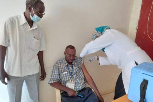 """النيل الأبيض تدشن حملة التطعيم بلقاح """"جونسون اند جونسون"""""""