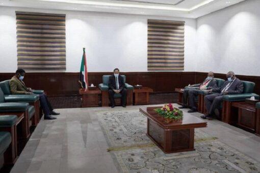 حمدوك يبحث مع حاكم إقليم دارفور عدد من القضايا