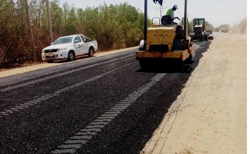 وزير التنمية العمرانية يشهد صيانة وتأهيل الطرق القومية بالجزيرة