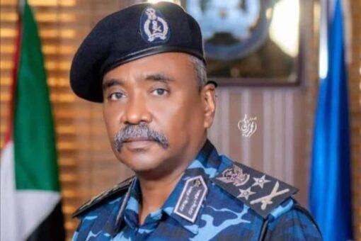 وزير الداخلية يطمئن على الوضع الأمني والجنائي بولاية الخرطوم