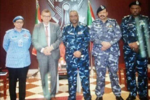 وزير الداخلية يلتقى رئيس بعثة يونيتامس ومفوض الشرطة بالسودان