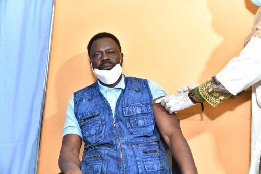 حاكم دارفور يدعو المواطنين لتلقي لقاحات كوفيد-19
