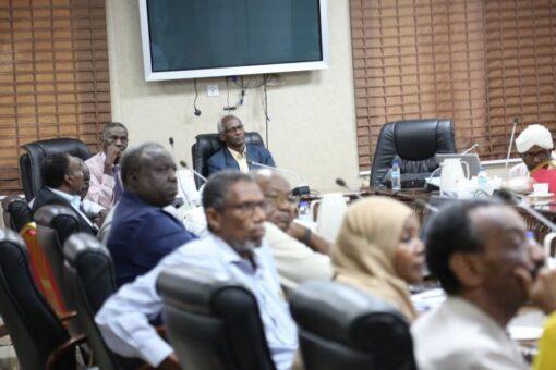 وزير الري يقف على إنفاذ المشروعات الممولة من البنك الدولي
