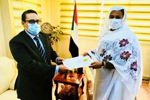 وزيرة الخارجية تتسلم نسخة من أوراق اعتماد السفير الموريتاني