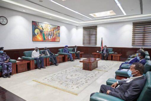 حمدوك:تنفيذ توصيات مؤتمر القوز للأمن والسلام والتنمية