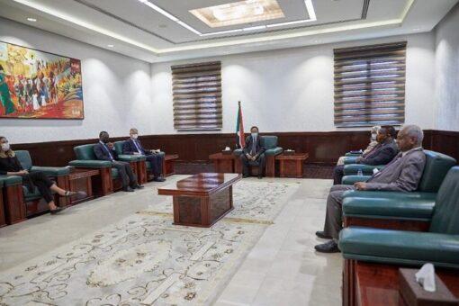 رئيس الوزراء يلتقي وكيل الأمين العام للأمم المتحدة لعمليات السلام