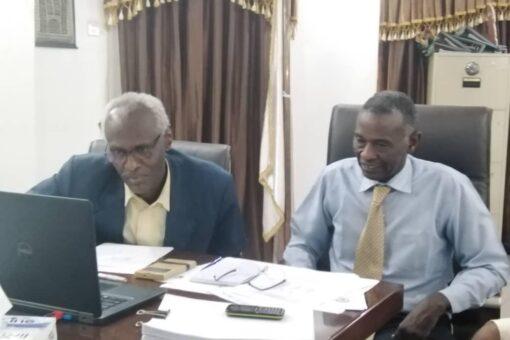 وزير الري يوجه بتوفير آليات لإزالة الحشائش والأطماء بمشروع الجزيرة