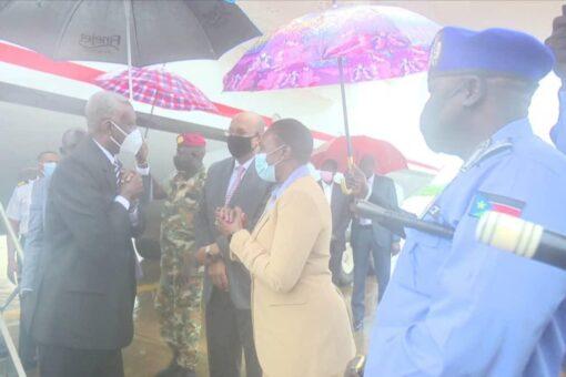 وزير الدفاع يصل جوبا للمشاركة في اجتماعات الآلية المشتركة