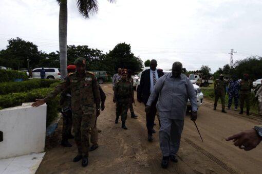 عقار يطمئن علي الأحوال الأمنية باقليم النيل الازرق