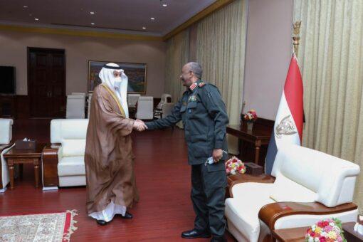 رئيس مجلس السيادة يلتقي وزير البيئة والمياه والزراعة السعودي