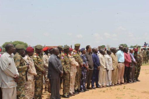 والي غرب دارفور يخاطب قواته بمعسكر التحالف السوداني بالجنينة