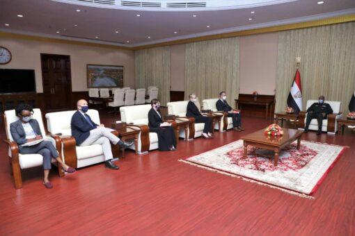 البرهان يشيد بدور دول الترويكا في دعم السلام