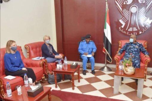 وزير الداخلية يلتقي مدير مركز أفريقيا للدراسات الاستراتيجية