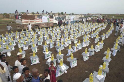 جمعية العون الكويتية توزع (168) طناً مواد غذائية للمتضررين