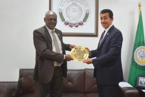 وزير المعادن يبحث مع نظيره المغربي فرص التعاون المشترك