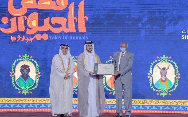 تكريم البروفيسور أحمد عبدالرحيم نصر بملتقى الشارقة الدولي للراوي