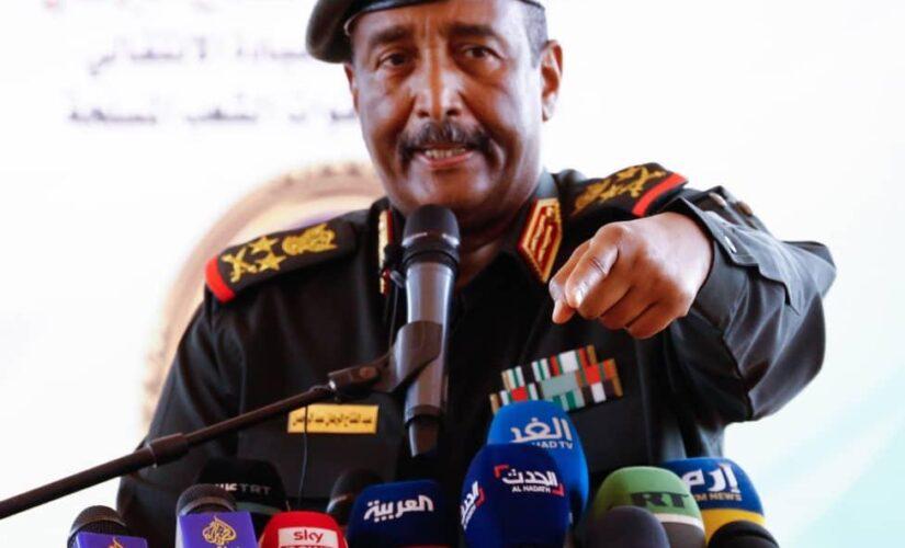 البرهان يؤكد حرص المؤسسة العسكرية علي التحول الديمقراطي