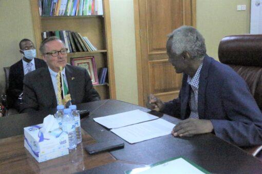 وزير الري يستقبل المبعوث الأمريكي الخاص للقرن الأفريقيّ