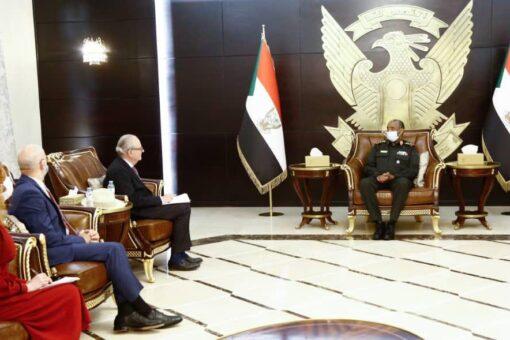 رئيس مجلس السيادة يلتقي المبعوث الفرنسي للسودان ودولة جنوب السودان