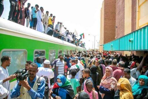 وزير النقل يدعو المواطنين للمشاركة في حماية ممتلكات الدولة