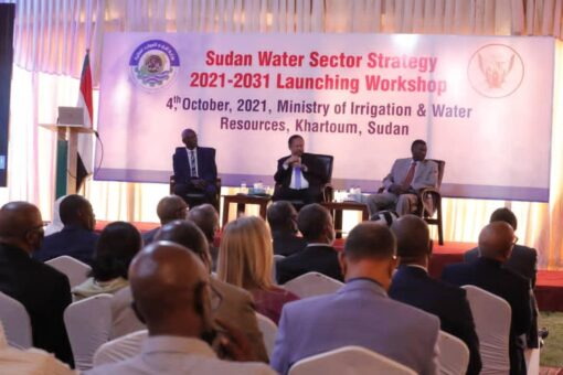 دكتور حمدوك يمتدح الإستراتيجية الوطنية للمياه