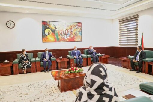 حمدوك يبحث مع المصرية القابضة الاستثمار في مشاريع النفط والطاقة