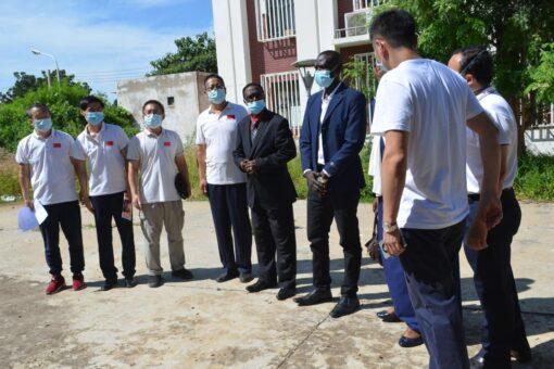 فريق عمل صيني يقف على احتياجات مستشفى الصداقة الصيني بالدمازين