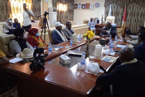 سفير الصومال يطلع على مشروع التسوية بشأن الأطفال المتأثرين بالنزاعات