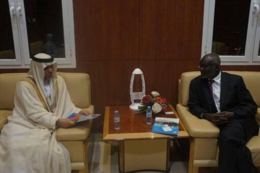 وزير المالية يلتقي بالسفير الإماراتي بالخرطوم