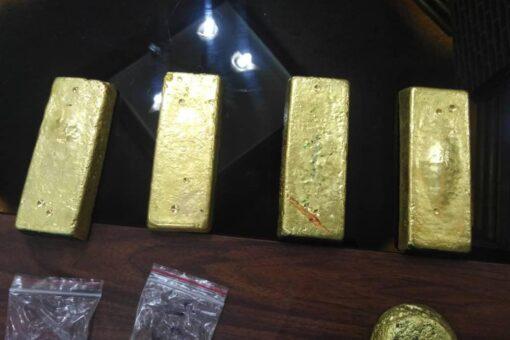 الجمارك تُسلم وزارة المالية اكثر من (١٢) كيلوجرام من الذهب