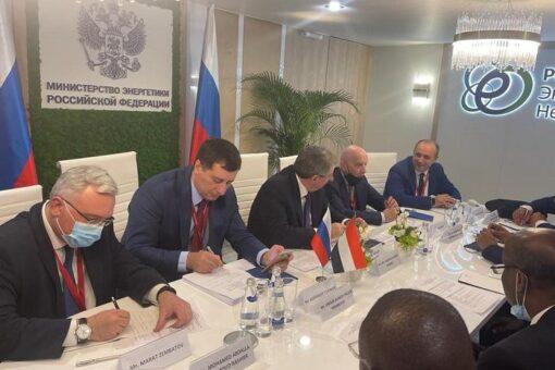 وزير الطاقة والنفط يشارك في الملتقى الدولي للطاقة بروسيا