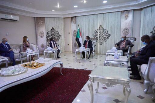 حمدوك يستقبل سفيرةفرنسا لدى السودان ويتلقى دعوة لمنتدى باريس للسلام