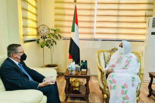 وزيرة الخارجية تلتقي المبعوث الامريكي للقرن الافريقي
