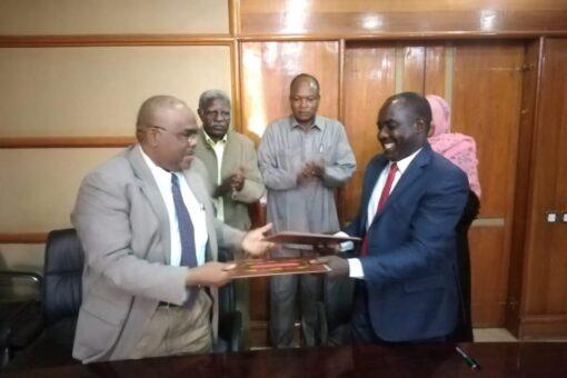 التوقيع على اتفاقية تجارة الحدود بين التجارة والتموين ووسط دارفور